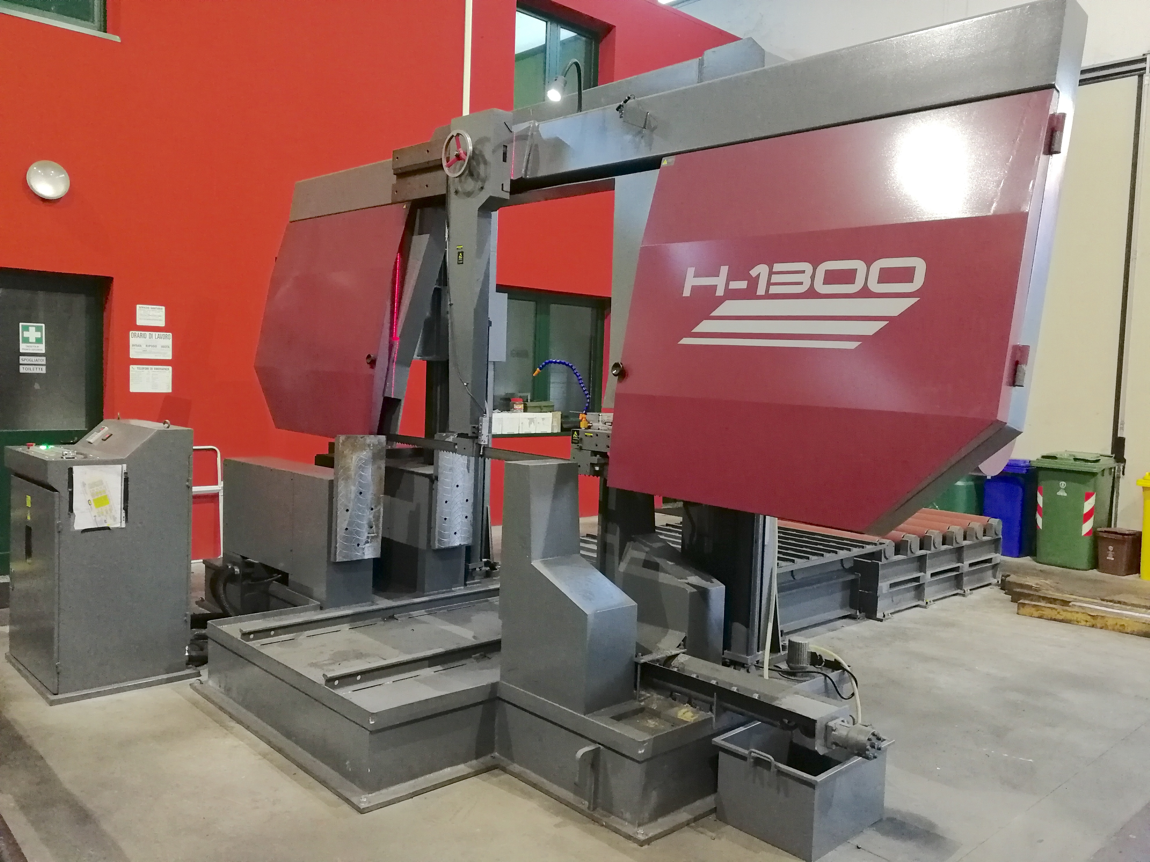 dealer Sawing Machine SH H1300 used